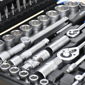 Bộ tuýp đa năng 94 chi tiết trong vali chuyên dùng.